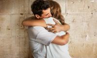 Los científicos aconsejan dar al menos un abrazo al día